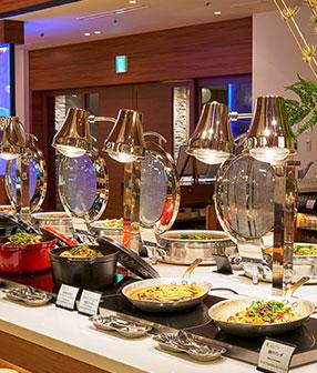 【スタンダード】季節のビュッフェ+料理長おすすめ1品付〜夕朝食レストランバイキング